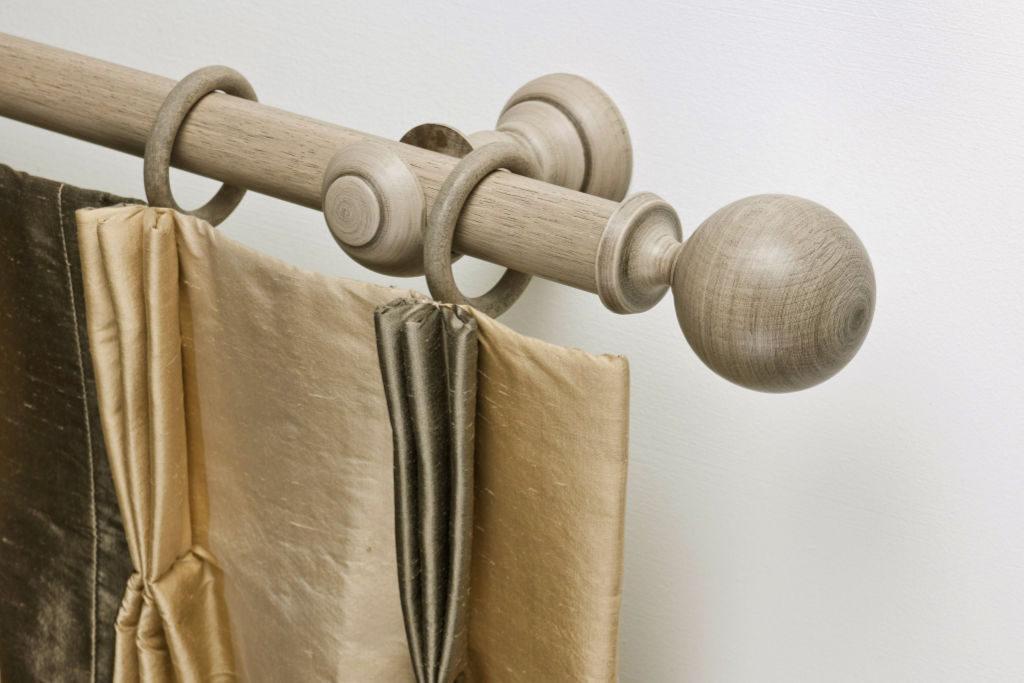 Rails_Stores017a_houten-roede-ringen_eindkap-rond_bleek_rail-bois-anneaux_100a
