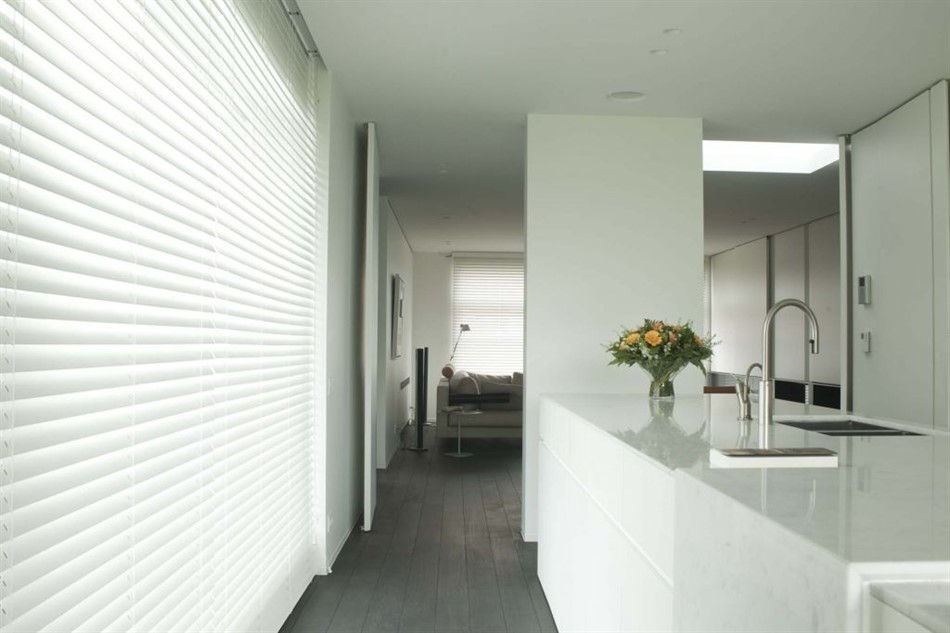 Veni_Stores003_ALU_Lamellen-horizontaal_Store-vénitien_horizontal-blinds-slats_50mm_keuken-wit