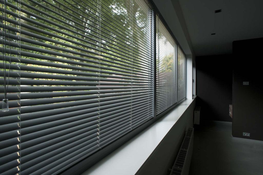 Veni_Stores004_ALU_Lamellen-horizontaal_Store-vénitien_horizontal-blinds-slats_slaapkamer_DSC1583_Stores