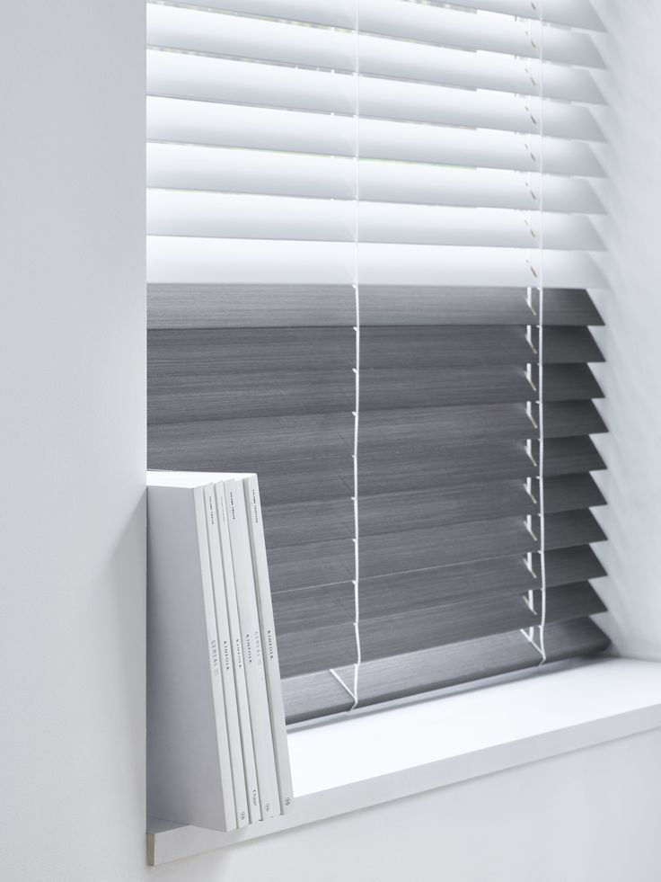 Veni_Stores010_Hout-bois_Lamellen-horizontaal_Store-vénitien_horizontal-blinds-slats_50mm_Ladderkoord_lamellen-in-2-kleuren_detail
