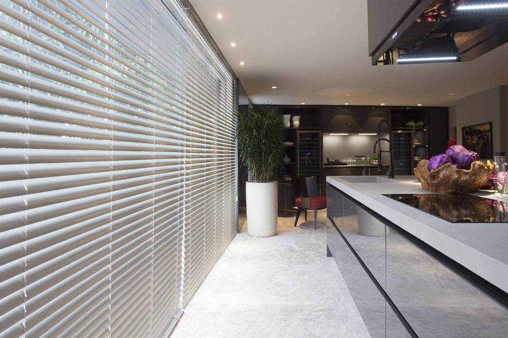 Veni_Stores019_ALU_Lamellen-horizontaal_Store-vénitien_horizontal-blinds-slats_50mm_ladderkoord_keuken-wit