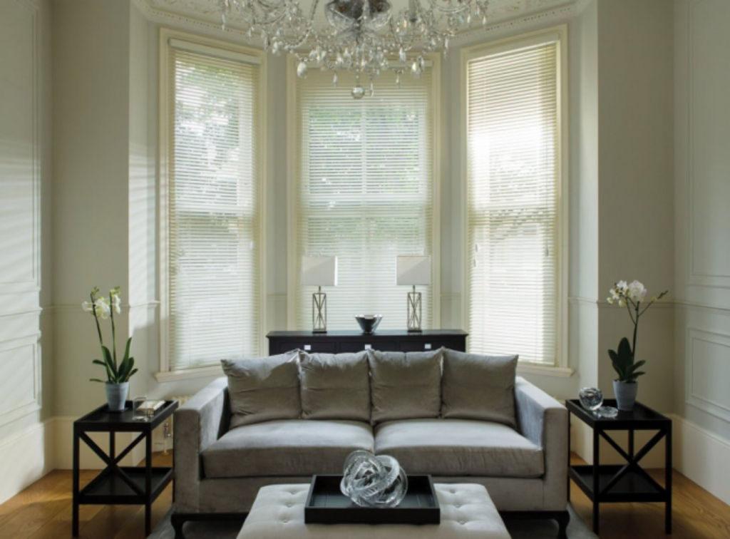 Veni_Stores028_ALU_Lamellen-horizontaal_Store-vénitien_horizontal-blinds-slats_Living_Antiek-interieur_wit