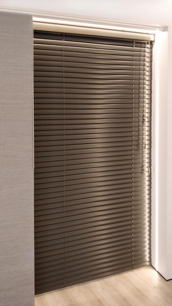 Veni_Stores031_ALU_Lamellen-horizontaal_Store-vénitien_horizontal-blinds-slats_50mm_detail-voorzijde_showroom_IMG_20171214_123432recht