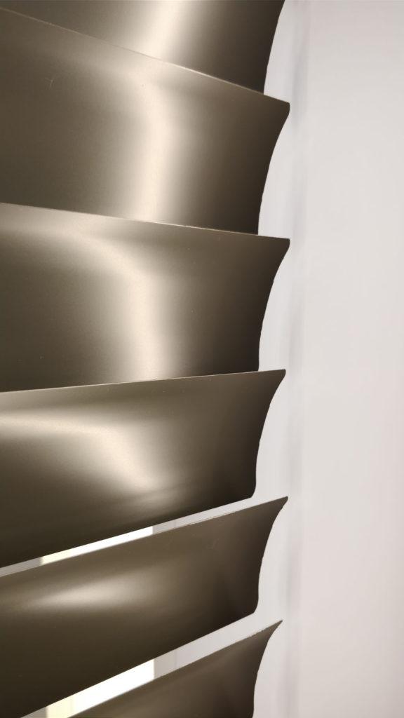 Veni_Stores033_ALU_Lamellen-horizontaal_Store-vénitien_horizontal-blinds-slats_50mm_detail-achterzijde_showroom_IMG_20171123_14375A