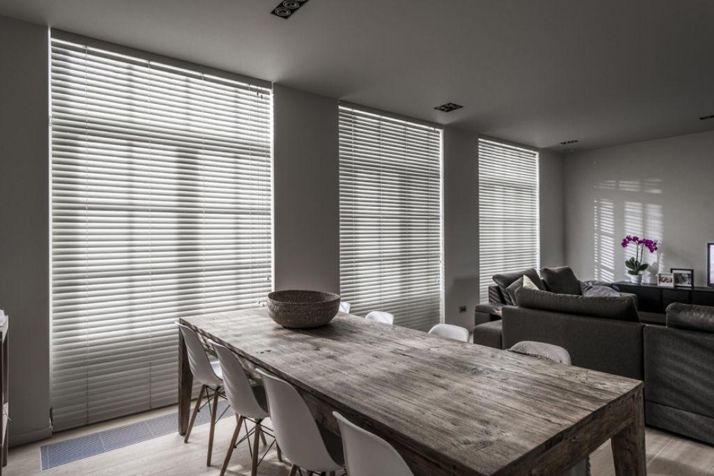 Veni_Stores039_Hout-bois_Lamellen-horizontaal_Store-vénitien_horizontal-blinds-slats_wit-living_15