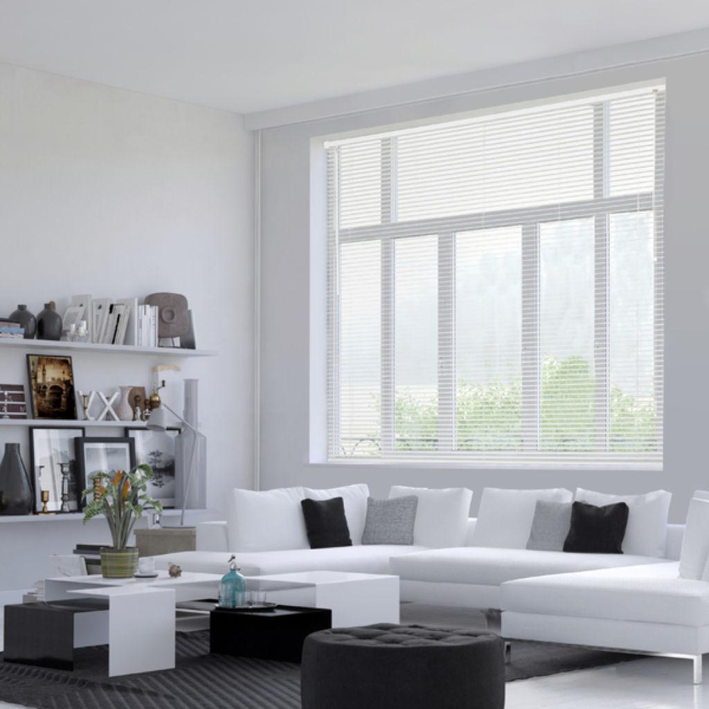 Veni_Stores054_PVC_Lamellen-horizontaal_Lamelles-verticales_vertical-blinds-slats_vinyl-bleek_leefruimte