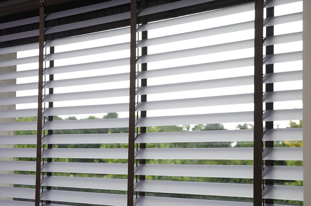 Veni_Stores056_PVC_Lamellen-horizontaal_Store-vénitien_horizontal-blinds-slats_vinyl-met-donkere-ladderband