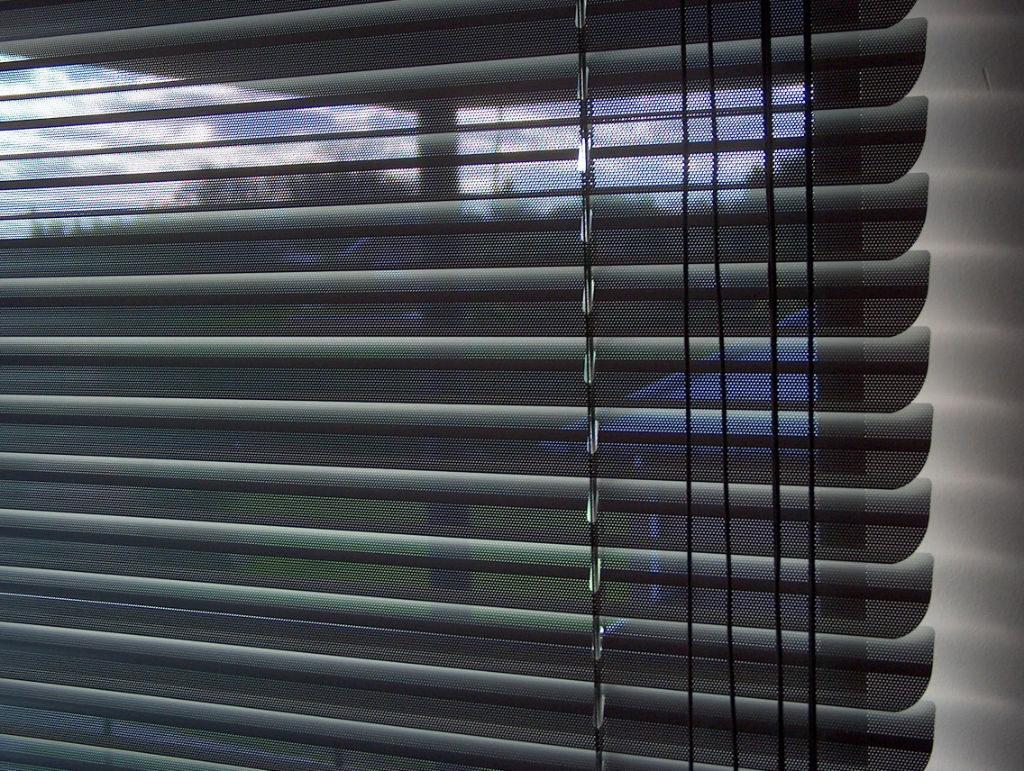 Veni_Stores064_ALU_Lamellen-horizontaal_Store-vénitien_horizontal-blinds-slats_geperforeerd_Stores_2272x1712