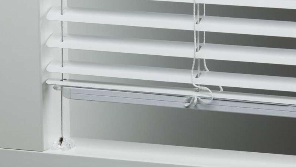 Veni_Stores104_ALU_Lamellen-horizontaal_Store-vénitien_horizontal-blinds-slats_zijgeleiding IDD_1