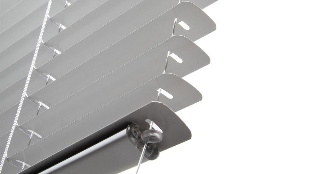 Veni_Stores108_ALU_Lamellen-horizontaal_Store-vénitien_horizontal-blinds-slats_16mm_zijgeleiding-met-kabelspanners_guidage-lateral