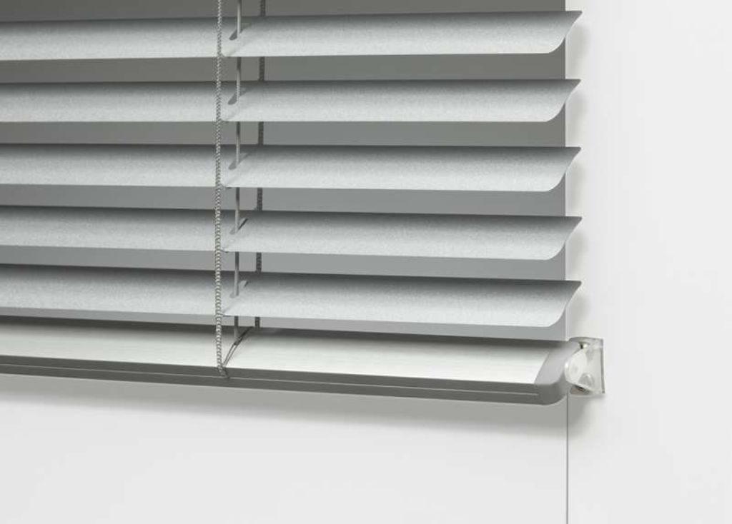 Veni_Stores109_ALU_Lamellen-horizontaal_Store-vénitien_horizontal-blinds-slats_zijgeleiding fixeerbeugel