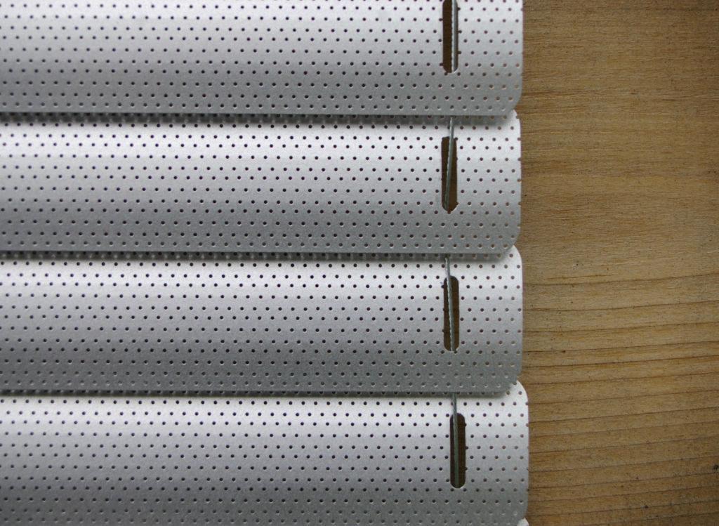 Veni_Stores110_ALU_Lamellen-horizontaal_Store-vénitien_horizontal-blinds-slats_25mm_kabelspanner-zijgeleiding_perforé_détail