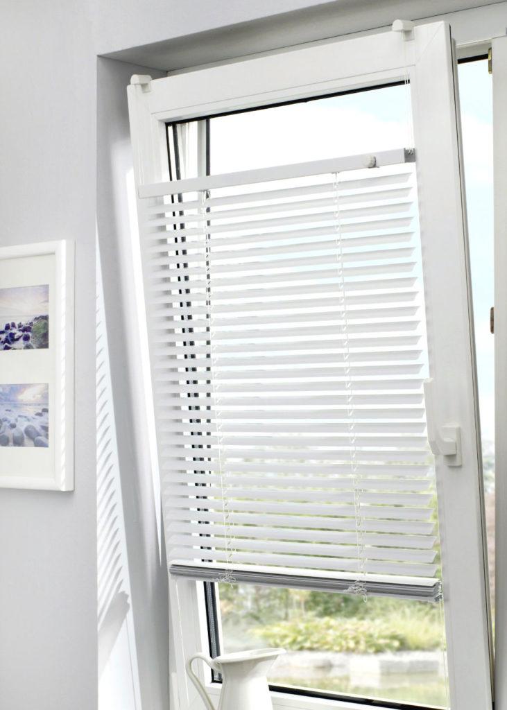 Opl_Stores024_Kiepraam-horizontale-lamellen_kabelspanner_Fenetre-basculante-store-venitien_tendeur