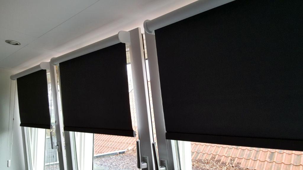 Opl_Stores032_Rolgordijn-met-zijgeleiding_Store-enrouleur-guidage-lateral