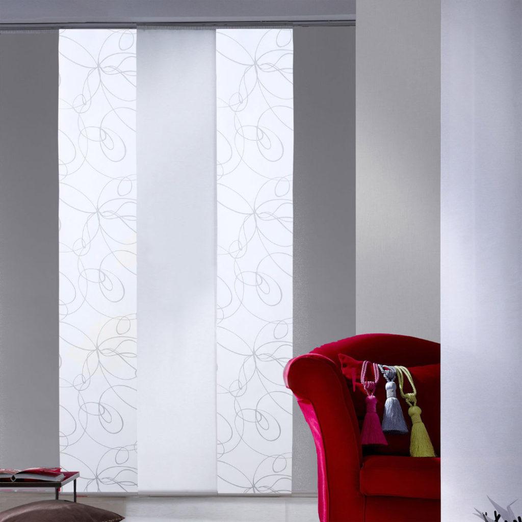 Panels_Stores003a_Paneelgordijnen_panneaux-Japonnais_Panel-track_flaechenvorhang_doorschijnend-wit-grijs-zilver-krullen