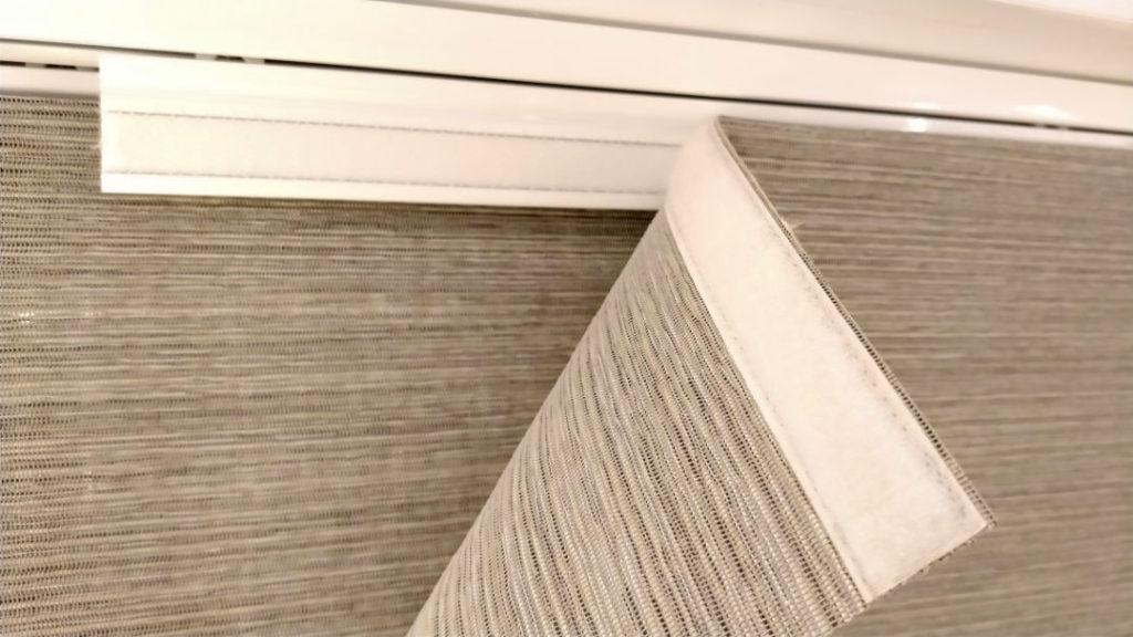 Panels_Stores067_Paneelgordijnen_panneaux-Japonnais_Panel-track_flaechenvorhang_Schiebegardine_dim-out_showroom_wagentje&velcro_IMG_20171130_140825A