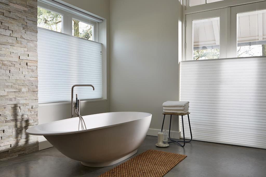 Plisse_Stores009_Duette_doorschijnend-tamissant_topdown-bottomup_badkamer_salle-des-bains