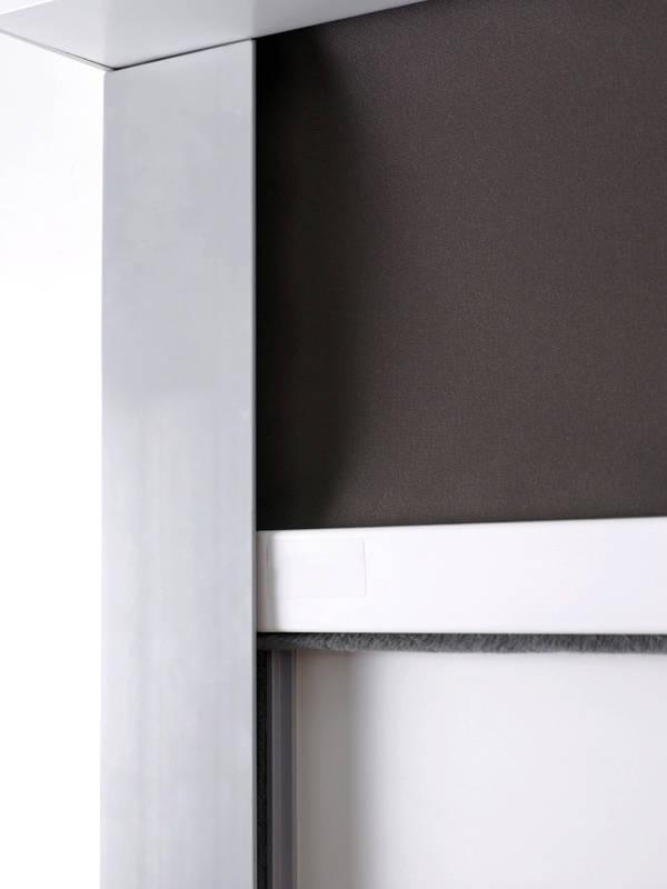 rollo_Stores154_Rolgordijn-zijgeleiding_cassette_blackout_Store-enrouleur-guidage-lateral_detail