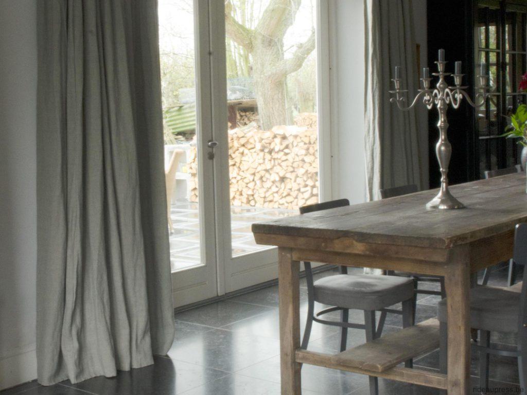 Gord_Stores024_Overgordijnen-raken-vloer-landelijk_Tentures-touchant-sol-rustique