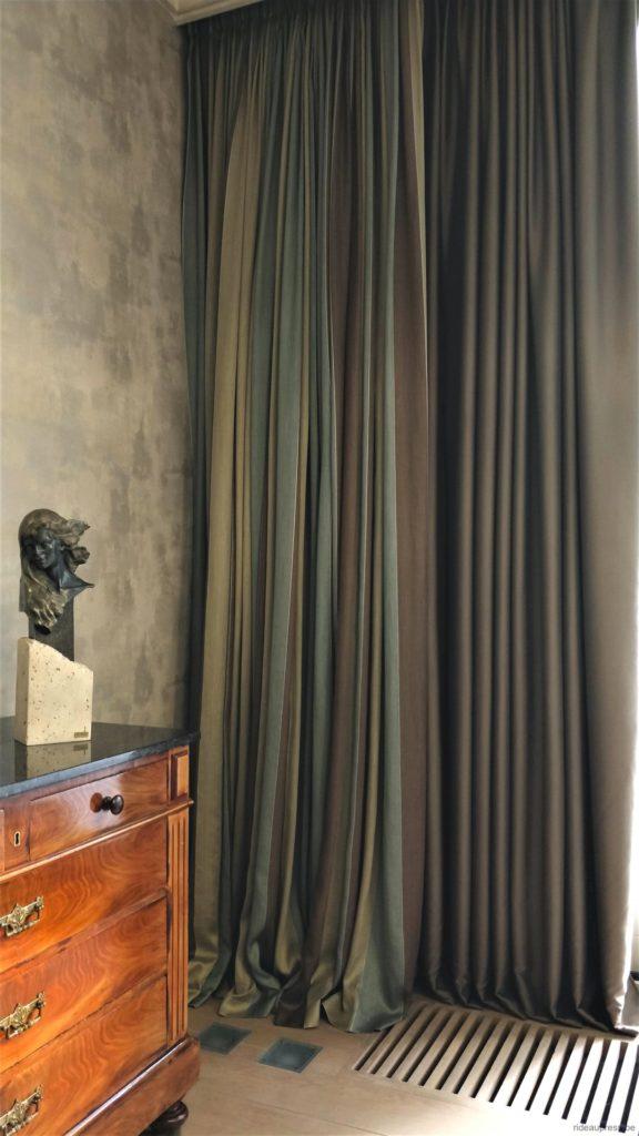 Gord_Stores139_Overgordijn-verduisterend&gordijn-zijde-omgewisseld_Tenture-occultante&rideau-soie-inverse_180930d